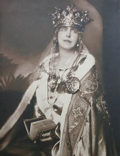 Queen Marie of Romania. Regina Maria a României. Michael I Of Romania, History Of Romania, Romanian Royal Family, Royal Jewels, Crown Jewels, Queen Mary, Kaiser, Lady And Gentlemen, Royal Fashion