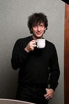 Neil Gaiman drinks tea