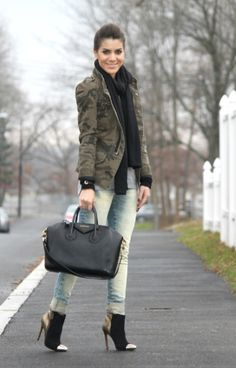 Camila Coelho - I just can't stand with these boots! So ugly!