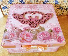 Caixa porta jóias, colecção Ladies. 18x18 #portajoias #vintage #ladies #caixadecorada #roses #decoupage #patinaesponjada #fita #scrapdecor