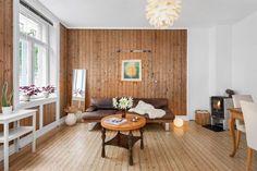 Nordvik & Partners har gleden av å presentere Frydenlundgata 4 C! En gjennomgående 3-roms leilighet med gode vindusflater som gir rikelig med tilgang på naturlig lys, samt en praktisk planløsning med god sammenheng mellom rommene. Leiligheten har en svært god beliggenhet, skjermet fra støy og kort gangen til alt Oslo har å by på! Leiligheten fremstår som godt vedlikeholdt, men holder en eldre s...