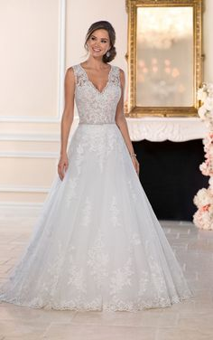 A romantic, statement-making design, this lace A-line wedding dress with keyhole back from Stella York will bring all your wedding-day dreams to life!