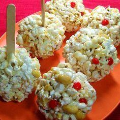 Bolitas de palomitas con malvavisco y cacahuates (o almendras).  //  Popcorn…