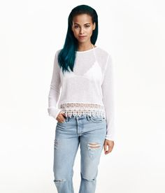 White fine-knit sweater with long sleeves & lace trim at hem. | Warm in H&M