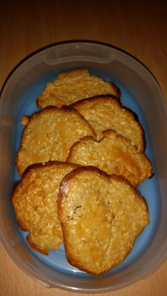 Slimming world oaty biscuits  35g oats One beaten egg Four tbs sweetner  Flavouring  Mix and divide into six on tray Bake for ten minutes then turn and bake for five. Heb use with oats