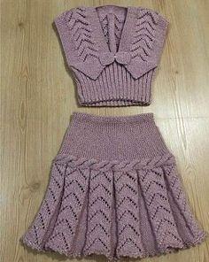 Baby Knitting Dress Models - Baby Wolrd - Her Crochet Girls Knitted Dress, Knit Baby Dress, Knitted Baby Clothes, Hand Knitted Sweaters, Baby Sweaters, Baby Knitting Patterns, Knitting Designs, Smocked Baby Dresses, Peasant Dresses