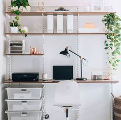 Container Stories: Modern Home Office Ideas – Office İnspiration Workspaces Tiny Office, Home Office Setup, Home Office Space, Home Office Design, House Design, Office Ideas, Desk Setup, Office Style, Elfa Shelving