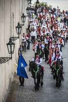 V rámci oslav Navalis projela 15. května centrem Prahy Jízda Králů z Hluku