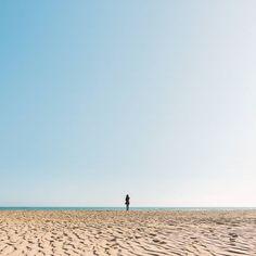 Adesso tutto è gradient su @instagram anche i cieli.  #sea #minimal by leandrocolantoni