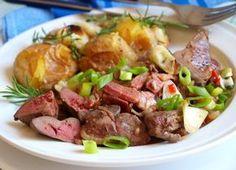 Omytá, usušená a očištěná játra překrájíme na velikost sousta. Do pánve dáme na proužky ... Potato Salad, Potatoes, Beef, Ethnic Recipes, Meat, Potato, Steak
