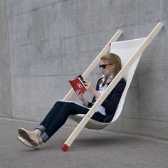 Clever, simple design by Swiss studio Bernhard Burkard. The minimal Curt Deck Chair has no back legs, it was designed to lean against a wall or rails in a flat angle like a ladder, it´s two diagonal legs with anti-slip coated feet assure the chair st Cool Furniture, Furniture Design, Nomadic Furniture, Furniture Stores, Street Furniture, Furniture Plans, Modern Furniture, Multifunctional Furniture, Furniture Movers