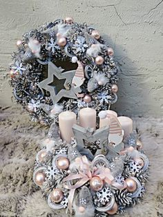 Christmas Advent Wreath, Pink Christmas, Winter Christmas, Handmade Christmas, Christmas Crafts, Bright Christmas Decorations, Christmas Centerpieces, Pine Cone Art, Merry And Bright