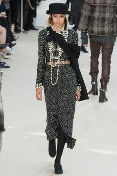 Chanel коллекция | Коллекции осень-зима 2016/2017 | Париж | VOGUE