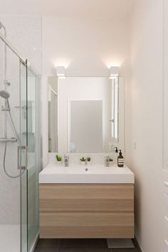 Bathroom lighting ideas for small or large master and guest bathroom. Choose from this article to put together the best bathroom lighting scheme. Bathroom Lighting, Vintage Bathrooms, Bathroom Shower Tile, Bathroom Interior, Modern Bathroom Vanity, Bathroom, Bathroom Renovations, Mirror Decor, Bathrooms Remodel