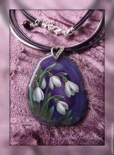 """Кулон """"Первоцветы"""" (подснежники) роспись по камню - фиолетовый,кулон,подвеска"""