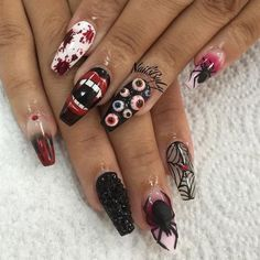 Best Halloween nails ever. Are you looking for easy Halloween nail art designs for October for Halloween party? See our collection full of easy Halloween nail art designs ideas and get inspired! Halloween Sanglant, Nail Art Halloween, Halloween Nail Designs, Cute Nail Designs, Halloween Coffin, Halloween Costumes, Halloween Vampire, Acrylic Nail Designs, Bling Nails