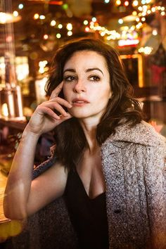 The River Star Laura Donnelly on Her 'Man' Hugh Jackman & Celebrating the Holidays in America Holidays In America, Fall Hair Color For Brunettes, Laura Donnelly, Blonde Redhead, Diana Gabaldon Outlander Series, Outlander Casting, Star Wars, British Actors, Hugh Jackman