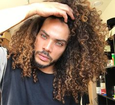 by Pelo Afro Black Men Hairstyles, Afro Hairstyles, Haircuts For Men, Hair Men Style, Curly Hair Styles, Natural Hair Styles, Pelo Afro, Beautiful Eyes, Hair Goals