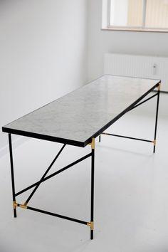Desk BRASS on BLACK - White Marble by HANDVÄRK | Architonic