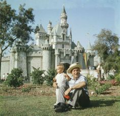 Amazing and rare color photos of Disneyland in 1955
