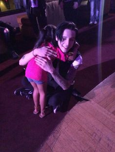 This has to be the most adorable thing I've ever seen. Andy actually sitting on the ground to hug a little girl. ♥ ♥ ♥ ♥ ♥ ♥ ♥ ♥ ♥ awwwwe ❤️❤️❤️❤️