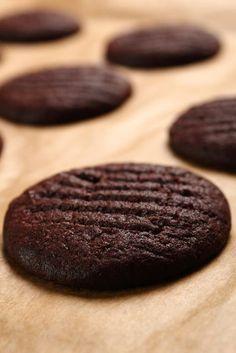 Estas galletitas de chocolate son ideal para acompañar tu infusión de la tarde.
