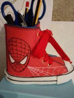 Zapatilla lapicero en fomi de Spider-Man