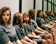how many girls are in the pic /Photographer Tiziana Vergari takes viral Instagram photo of girls that leaves the Internet confused.