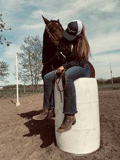 Cute Country Girl, Looks Country, Country Girl Life, Country Style Outfits, Cute Horse Pictures, Cowgirl Pictures, Horse Photos, Cute Horses, Horse Love