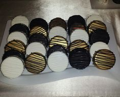 Chocolate Covered Oreos Great Gatsby Party, Nye Party, 50th Party, Black Gold Party, Black And Gold Party Decorations, Black And Gold Cake, Elegant Party Decorations, 70th Birthday Parties, 16th Birthday