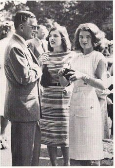 """Jackie and Lee Bouvier With Their Father The Scandalous & Infamous """"Blackjack"""" Bouvier.Oh Jackie Was Definately A """"Daddy's Girl"""" Who Had Many Conflictes With Her Mother & Stepfather Hugh Auchinchloss. Jacqueline Kennedy Onassis, John F Kennedy, Jaqueline Kennedy, Rose Kennedy, Kennedy Jr, American First Ladies, Lee Radziwill, Sister Pictures, Grey Gardens"""