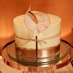 """75 curtidas, 0 comentários - As Floristas por Carol Piegel (@asfloristas) no Instagram: """"Sobre bolos lindos da @bloomgateau e flores, uma combinação perfeita! ⠀⠀⠀⠀⠀⠀⠀⠀⠀ Fotos…"""""""