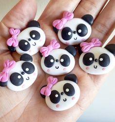 Fofura de panda Ótima quinta! #panda #apliquepanda #pandabiscuit #pandinha #pandinhabiscuit #pandalovers #ursopanda #pandafofinho # #apliquebiscuit #apliqueparalaços #festapanda #pandaparty #ateliedonaluluzinha #donaluluzinhabiscuit