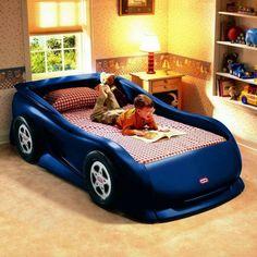 kinderzimmer mit einem bett wie ein auto aussehen