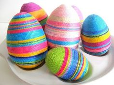 Crafty collection of over 50 + Fun Easter Egg Decorating Ideas Most of the links have instructions for the projects. Silk Dyed Easter Eggs Botanical Découpage Eggs Sharpie Doodle Easter Eggs Some look for Easter eggs fabric covered . Making Easter Eggs, Easter Egg Designs, Easter Ideas, Mollie Makes, Deco Originale, Hoppy Easter, Easter Holidays, Egg Decorating, Easter Party