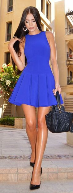 lindo vestido azul curto e rodado
