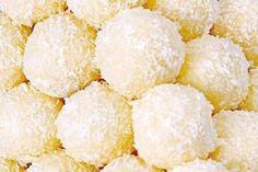 Rafaelo kuličky ze Salka Christmas Sweets, Christmas Candy, Christmas Baking, Christmas Ideas, Snack Recipes, Dessert Recipes, Cooking Recipes, Desserts, Czech Recipes