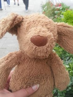 via Mr Adri-Soejoko ‏@MKrisna on twitter @lostteddybear  just found on The Southbank near Giraffe.  Where is his home?