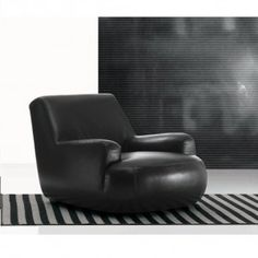A piece of elegant, stylish, nice and unique design. A must for an avant-garde furniture. This is Bug armchair by Poliform. | #malfattistore #interiordesign #shoponline #poliform #leather #homedesign #modernfurniture #madeinitaly