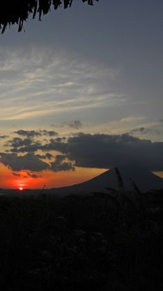 Sunset on Isla Ometepe, Nicaragua: http://bbqboy.net/photo-essay-sunsets-and-volcanoes-in-isla-ometepe-nicaragua/ #islaometepe #nicaragua