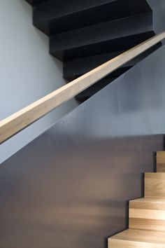 ORley Robinzone architects. Railing detail.  We like the metal, the wood railing, not so much.
