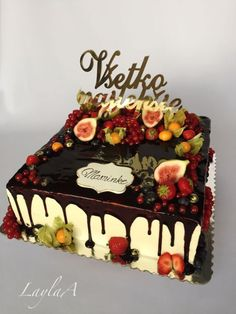 Fruit drip cake by Layla A Cake Decorating With Fondant, Birthday Cake Decorating, Cake Decorating Tips, Fancy Cakes, Mini Cakes, Drip Cakes, Dessert, Cake Decorated With Fruit, Cake For Boyfriend