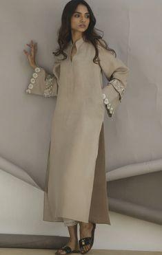 Pakistani Fancy Dresses, Pakistani Fashion Casual, Pakistani Outfits, Simple Shirts, Plain Shirts, Anamika Khanna, Kamiz, Kurti Neck Designs, Pants Style