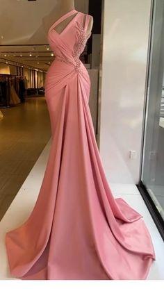 Stunning Dresses, Beautiful Gowns, Pretty Dresses, Elegant White Dress, Classy Dress, Glam Dresses, Event Dresses, Formal Dresses, Wedding Dress Bustle
