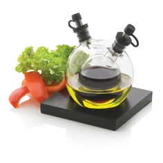 Set aceite y vinagre Orbit, negro. Orbit es un moderno globo de vidrio soplado cuya función es contener aceite y vinagre para preparar tus ensaladas.  www.tusregalosdeempresa.com