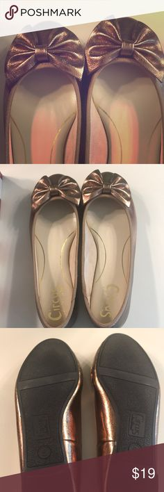 Shoes Bronze with a Bow Flats! Cute, comfy and like new. They have only hit the pavement once. Perfect flat to spice up any outfit. Circus by Sam Edelman Shoes Flats & Loafers Bow Flats, Loafer Flats, Loafers, Spice Things Up, Things To Sell, Plus Fashion, Fashion Tips, Fashion Trends, Pavement