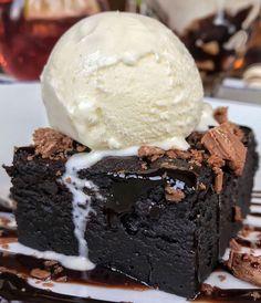 Black Dark chocolate fudgy brownie/cake with a scoop of vanilla ice cream on top and milk chocolate shavings as garnish Sweet Recipes, Snack Recipes, Dessert Recipes, Snacks, Dessert Food, Easy Recipes, Cute Food, Good Food, Yummy Food