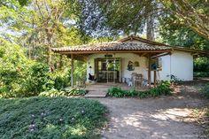 Uma casinha encantadora em Trancoso | Histórias de Casa Cabins And Cottages, Beach Cottages, Love Home, My Dream Home, Outdoor Cabana, Mud House, House Design Pictures, Bali, Cabin Design