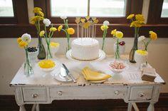 dessert table http://www.weddingchicks.com/2013/09/17/wedding-in-white-and-yellow/ ideia para mesa do bolo do chá