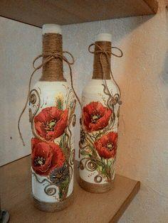 Mod podge using serviettes Wine Bottle Vases, Glass Bottle Crafts, Painted Wine Bottles, Diy Bottle, Bottles And Jars, Molduras Vintage, Baby Food Jar Crafts, Decoupage Vintage, Altered Bottles